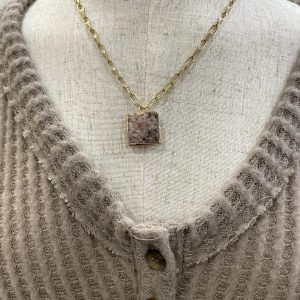 Cold Necklace with Stone